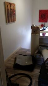 Extra large room and a double in a very clean house,free internet and parking always around.