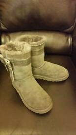 UK size 5 worn once ugg boots