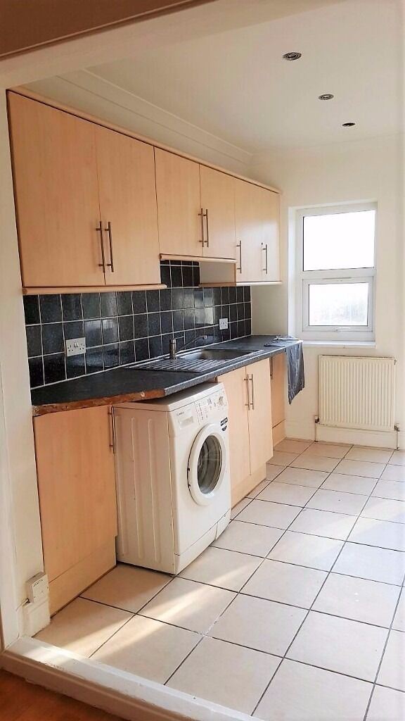 PROPERTY HUNTERS ARE PLEASED TO OFFER 1 BED FLAT £950PCM WITH A GARDEN AND DRIVEWAY !!