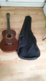 Hokada Classical Guitar Model Number 3158 come With Carry Case full size