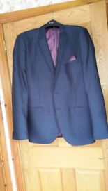 MEN'S SUIT PERFECT FOR WEDDING OR FORMAL AS NEW