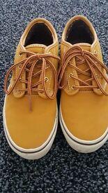 Boy's Van Shoes/Trainers Size 3