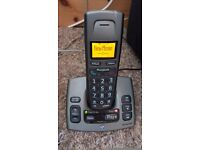 Set of 2 cordless phones with answering machine