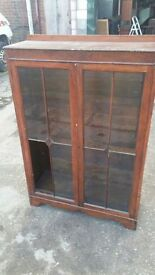 OLD OAK LAMINATED DISPLAY UNIT (ONE GLASS MISSING) - PROJECT