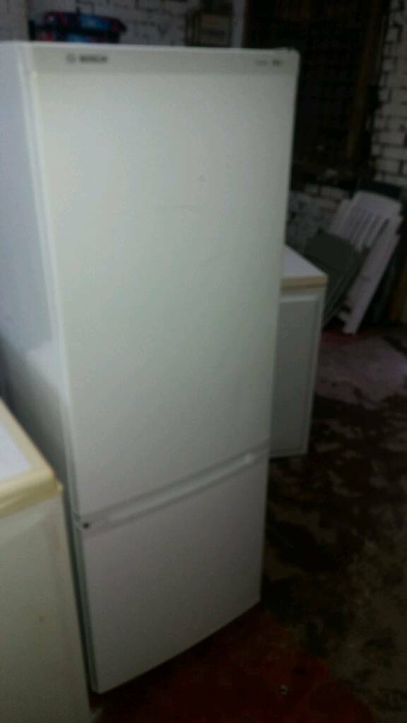BOSCH WHITE FREE STANDING FRIDGE FREEZER