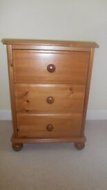 3 drawer chest/bedside table