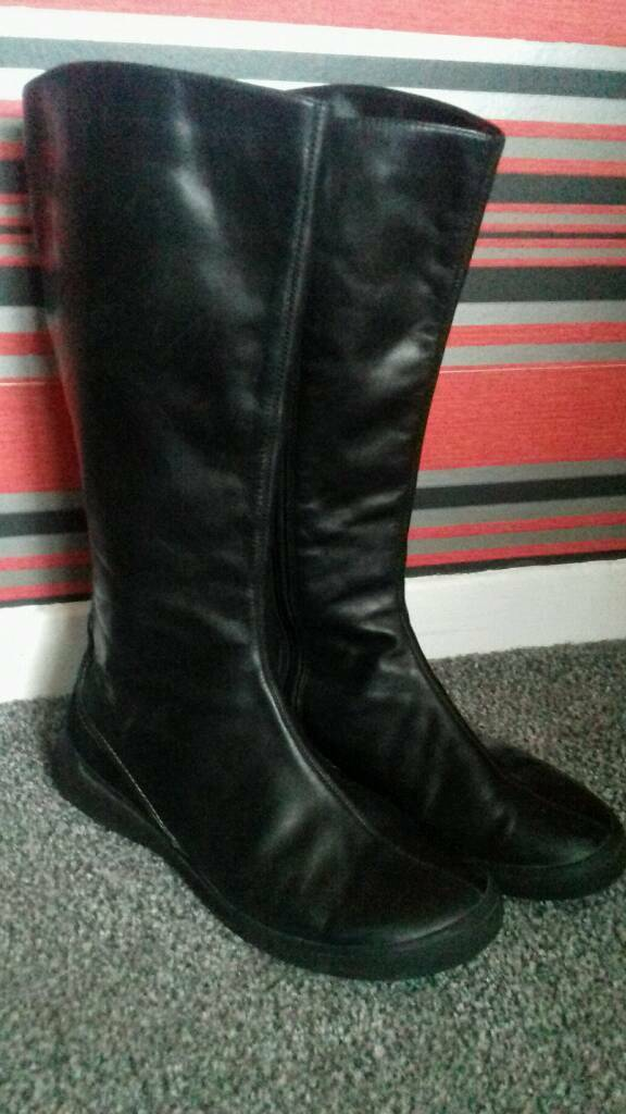 Stunning soft leather CLARKS boots size 6