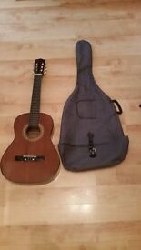 Hokada Classical Guitar Model Number 3337 come With Carry Case 3/4 SIZE