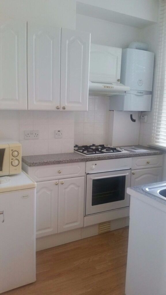 Stunning 1 bedroom flat with seperate kitchen
