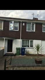 Double Room fr rent in quit house for £485 inc all bills,153 field avenue,ox46pd.07739364275