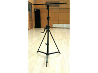 Doughty Easylift T55511 Lighting Stand with T-bars (x4) - £200 per stand (RRP £377)