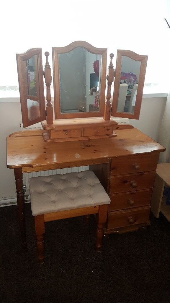 Mirrored Vanity Table And Stool: Dressing Table, Stool And Mirror