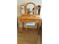 Solid Pine Dressing Table with Mirror And Stool / VERY GOOD CONDITION!