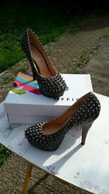 OFFICE HIGH HEELED SHOES SIZE 7