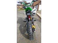 125cc dirt bike pit bike 2017 model hardly used comes with full body suit bike is really fast!!