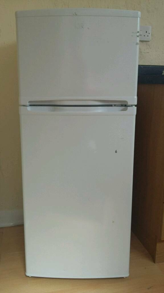 Essentials Fridge Freezer C50TW15 Spares or Repair