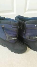 Trespass snow boots