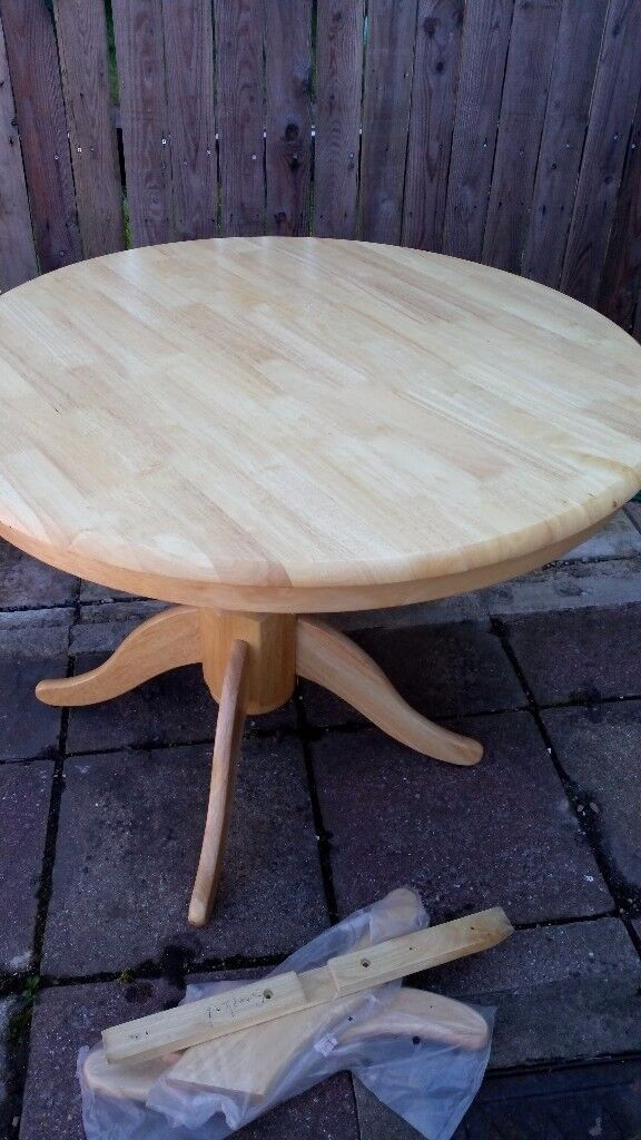 Wood round dinning table