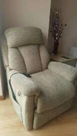 Lazy boy rise and tilt electric recliner chair in vgc can deliver 07808222995