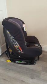 Maxi Cosi car seat with isofix base