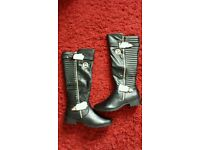 Brand new in the box women's MK boots uk7
