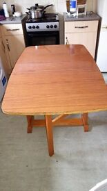 Drop leaf table in good condition