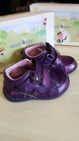 Baby girl shoes START RITE size 4.5F in excellent condition and a box