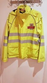 ROYAL MAILl OFFICIAL UNISEX WINDBREAKER JACKET IN YELLOW SMALL/MEDIUM SIZE