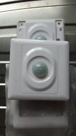 3 x Pir light units replaces light switch comes on as you walk in the room easy install