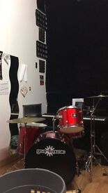Drum Kit w/double bass pedal