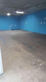 Massive retail shop/showroom warehouse unit to let/rent