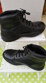 Mens new size 10.5 Op Gear boots