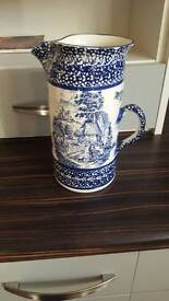 Large early willow patterned jug