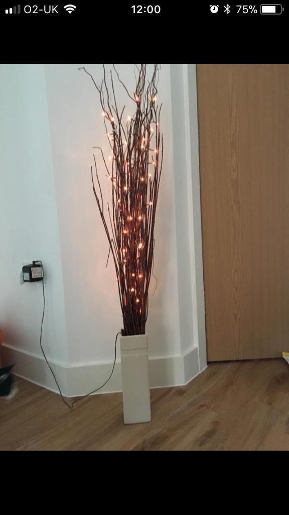 Light Up Sticks With Vase