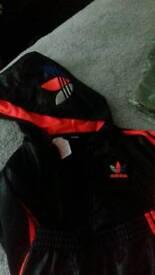 Adidas trackie ex con 1/2yrs