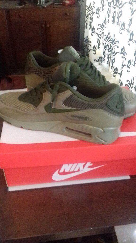 Men's Nike Air Max 90 size 9.