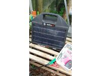 Solar Powered 25m Electric Poultry Fencing and Hot Gate Kit with Fire Drake Solar Powered Energiser