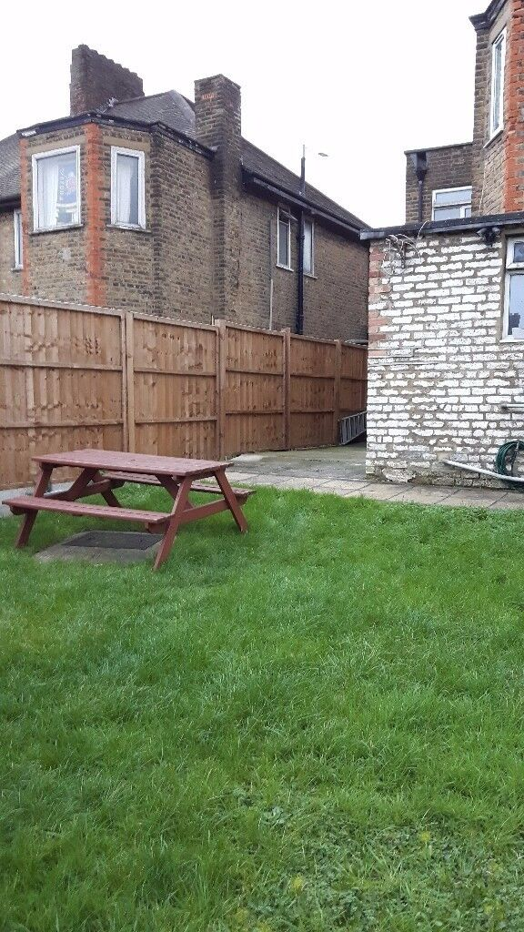 Large Double Room Avail in East Acton~~10mins walk to East Acton Tube/Central Line