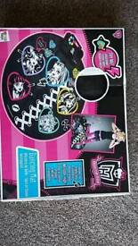 Monster high dance mat and jewellery