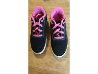 Girls Heelys shoes with wheels size UK 7 (Eur 40.5)