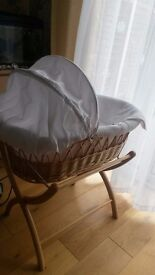 Izziwotnot Moses Basket + Stand + Extra Sheets
