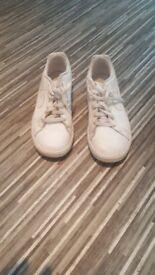 Unisex white nike trainers size 3