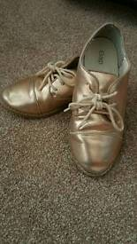 Girl's GAP Lace-up Pumps in Bronze Size 11 (28)