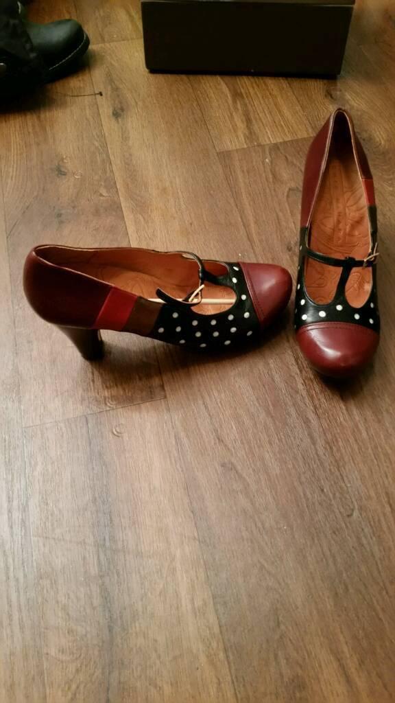 Laddies Shoes Size 9