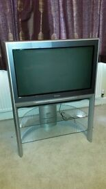 """Panasonic Quintrix SR Acuity 32"""" CRT television and stand"""