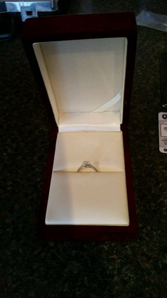 18ct white gold engagement ringin Newtownards, County DownGumtree - 18ct white gold diamond engagement ring. Size N Was bought in goldsmiths for £999 with receipt to prove Comes with certificate for diamond and box which is cream leather lined. Gorgeous ring in excellent condition. Ballyhalbert but can meet...