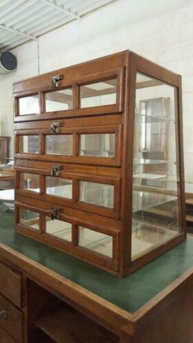 Brocante Toonbank Vitrinekastje.Vintage Oude Winkeltoog Toonbank Vitrine Vitrinekast
