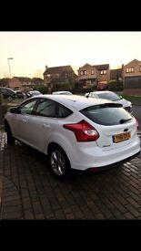 White Ford Focus zetec Nav