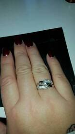 9ct White Gold Ring. Size P. Very Pretty
