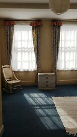 SPACIOUS =FLAT TO RENT IN SHREWSBURY TOWN CENTRE, 3 ROOMS WITH LOTS OF STORAGE SPACE